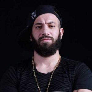 Amir Tataloo Navazesh avinmusic.com  300x300 - دانلود آهنگ  امیر تتلو بنام ولی من دلم پر میزنه موهاتو نوازش کنم
